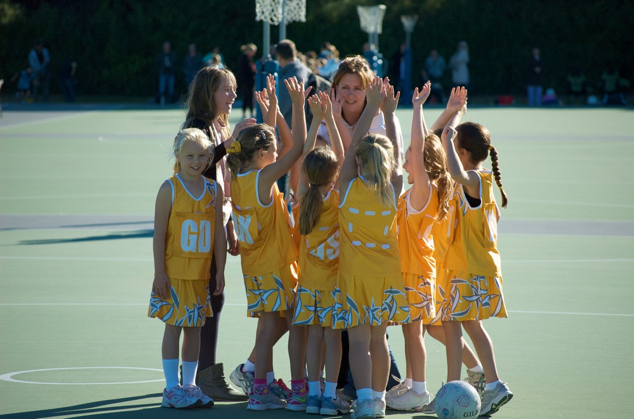 Daisies-U8 Hands Up Who Loves Netball
